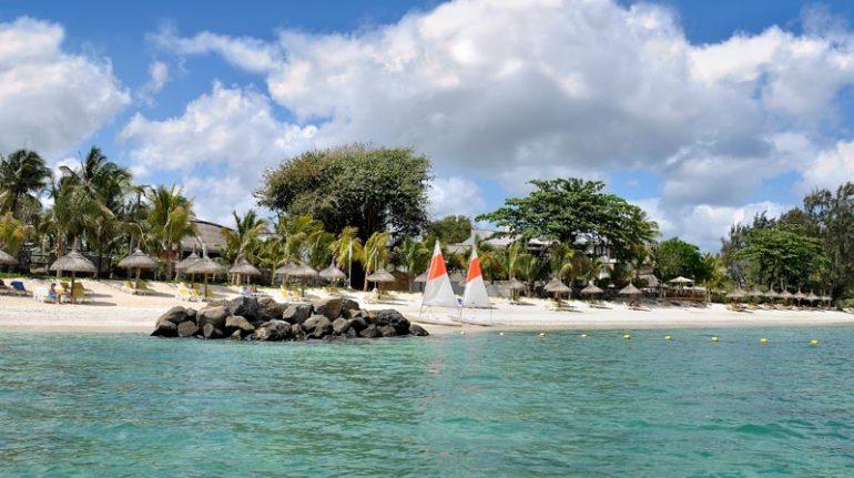 stranden-ved-casuarina-resort-og-spa-mauritius